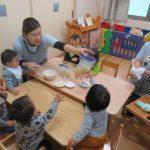 【0歳児】芋巾着作り